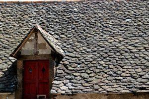 Tous les avantages d'une toiture en lauze isolante et esthétique